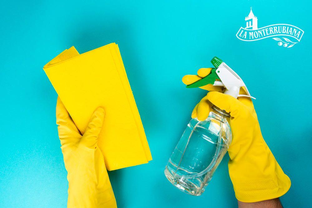 Cómo quitar manchas de aceite de la pared