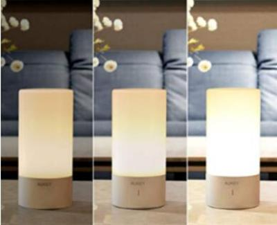 Dimmable table lamp for reading in bed