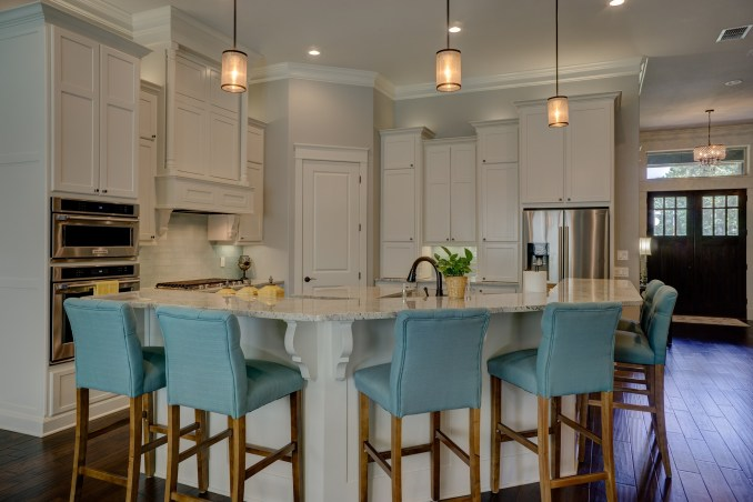 kitchen with pendant lighting