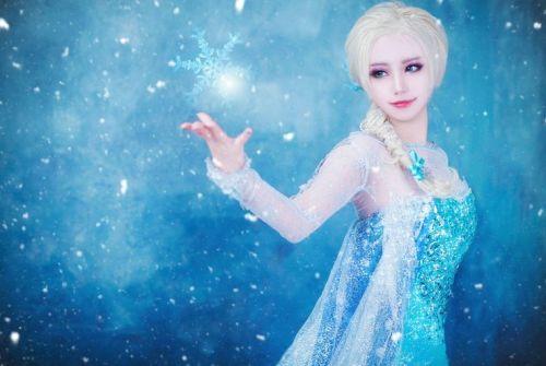20 Foto Tercantik Anna dan Elsa Frozen Versi Cosplay