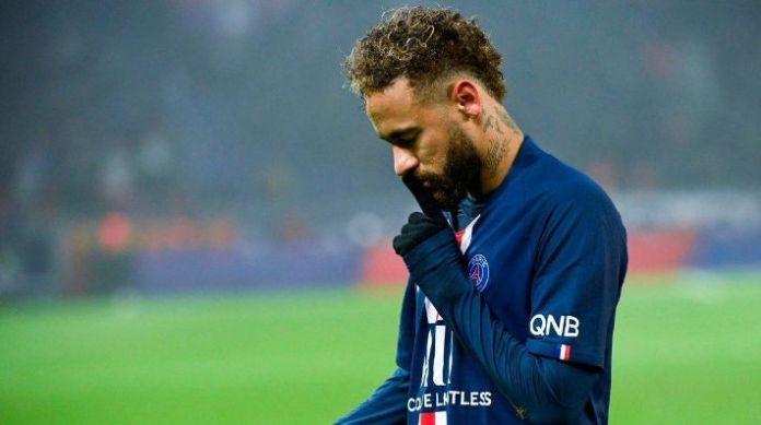 Neymar manda callar a la afición del PSG después de patear un penal dos veces
