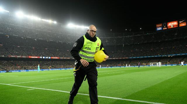 Policía requisó máscaras con la cara de Lionel Messi, antes del partido entre Barcelona y Real Madrid
