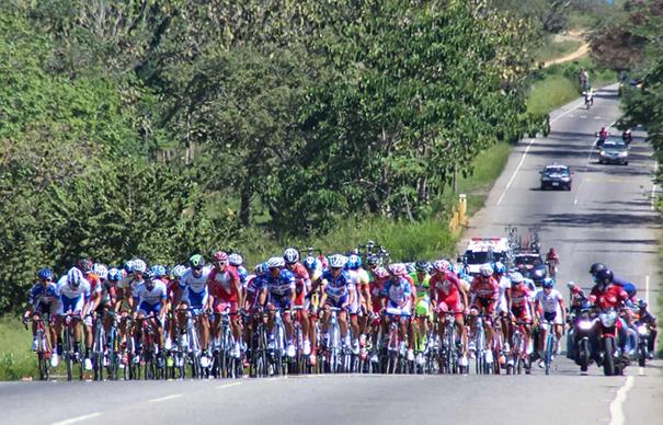 A partir de este domingo y hasta el 19 de enero, la caravana multicolor de la Vuelta al Táchira en Bicicleta recorrerá las carreteras de 25 de los 29 municipios de la geografía regional. (Foto: La Nación)