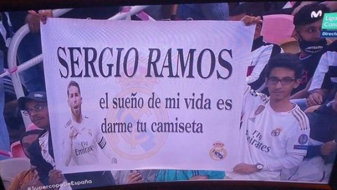 La pancarta de dos saudíes para Sergio Ramos, con error de traducción: