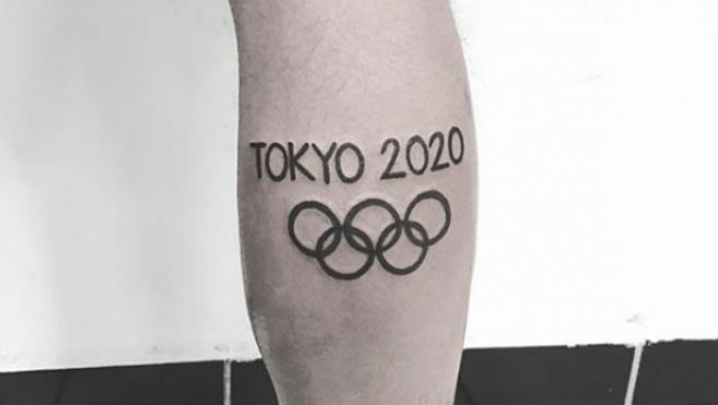 Un atleta se tatuó 'Tokio 2020' cuando se clasificó a los Juegos y ahora pide ayuda para arreglarlo