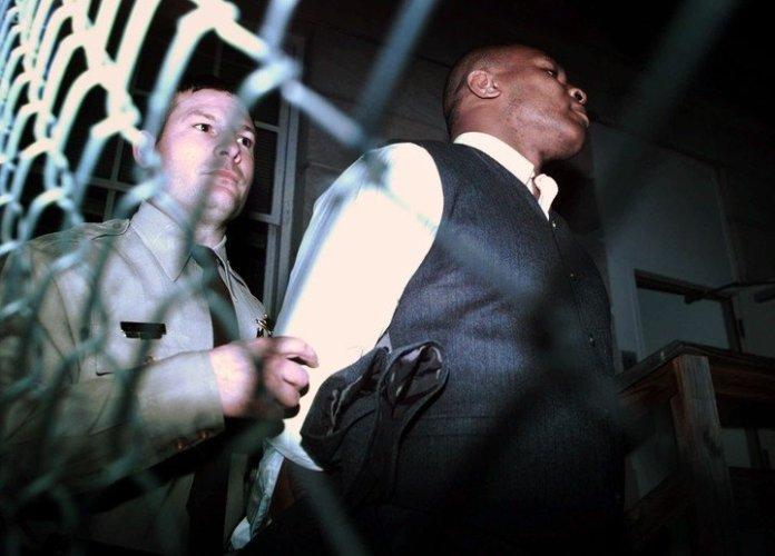 Una de las tantas detenciones que sufrió Iron Mike Tyson