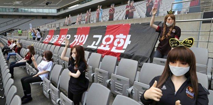 Multan a equipo surcoreano por usar muñecas sexuales como público