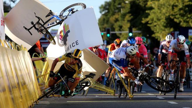 Los ciclistas exigen a la UCI que revise la seguridad en las carreras y que castigue a los que provoquen accidentes