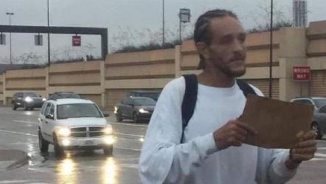Captan a exjugador de la NBA Delonte West en la indigencia y pidiendo en la calle