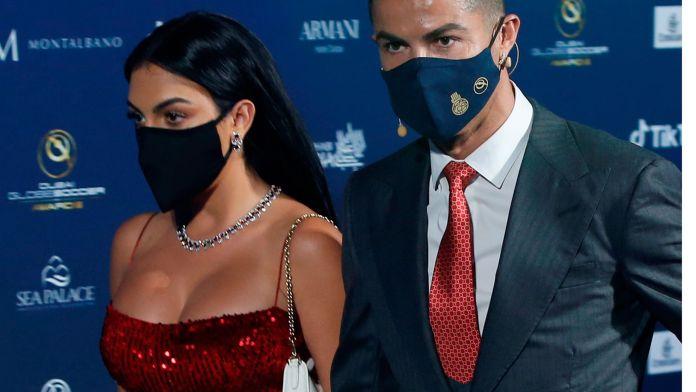 Georgina Rodríguez deslumbra con tremendo escote en entrega de premios