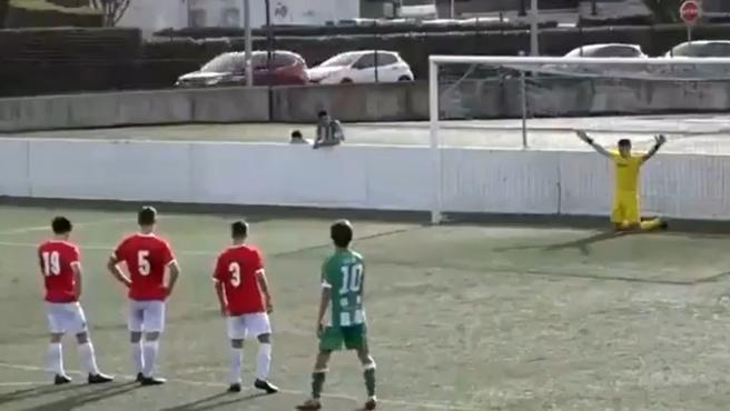 El insólito método del portero juvenil del Racing de Santander para detener penaltis