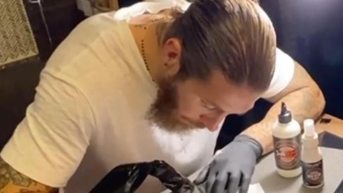 Sergio Ramos encuentra una nueva pasión: hacer tatuajes