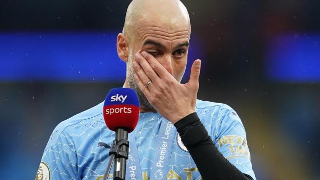Entre lágrimas Guardiola despide al Kun y suelta la bomba: «Jugará en el Barça con Messi»