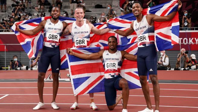 Suspendido por dopaje un atleta de Gran Bretaña, plata en el 4x100 de Tokio: la medalla, en peligro