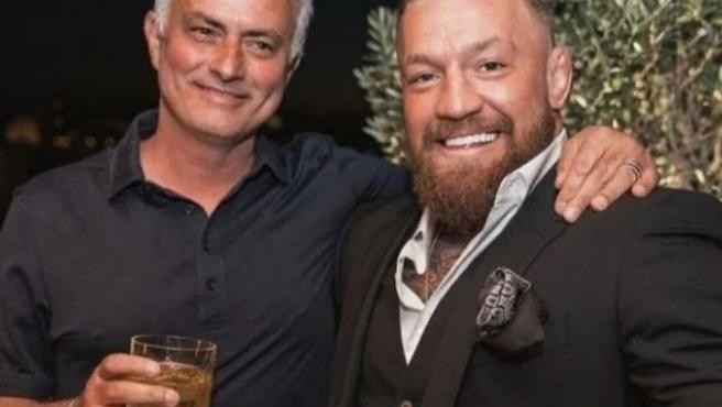 """El curioso encuentro entre copas de McGregor y Mourinho: """"Es imposible decirle que no a Conor, es leyenda"""""""