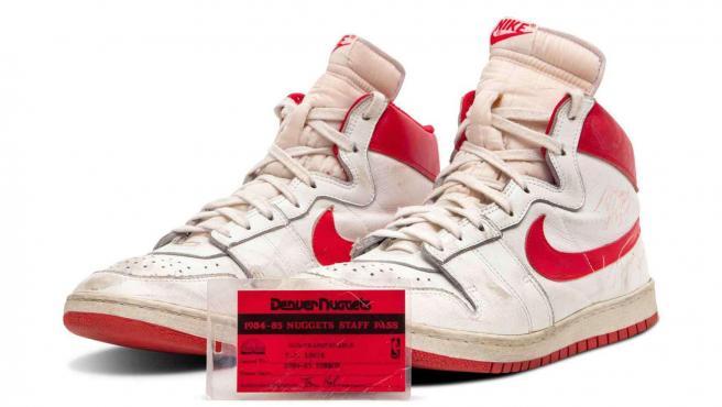 Unas zapatillas de Michael Jordan, vendidas por el precio récord de casi 1,5 millones de dólares