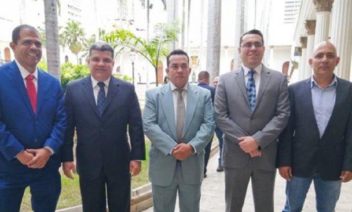 Contrarios a Guaidó que ingresaron sin problema proponen nueva directiva de la AN