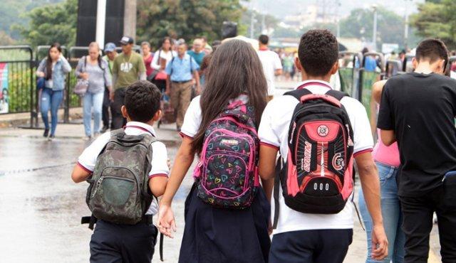 La Opinión: La travesía de los niños venezolanos para hallar un cupo escolar en Colombia