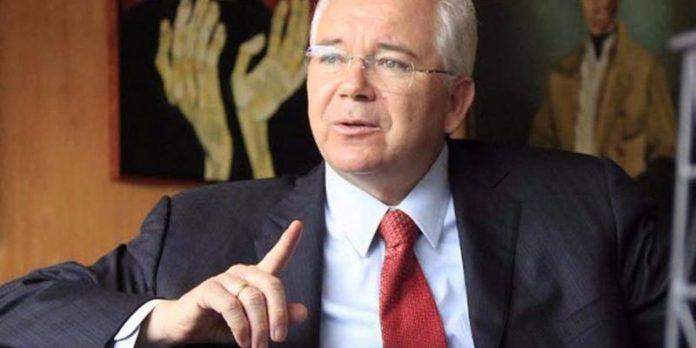 """""""No hay nadie que sepa de petróleo"""" en la comisión creada por Maduro"""