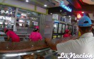 Panadería bajo la medidas prenventivas ofrecen sus servicios. (Foto/Johnny Parra)