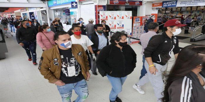 Los colombianos desafían al coronavirus para salir de compras en día sin IVA