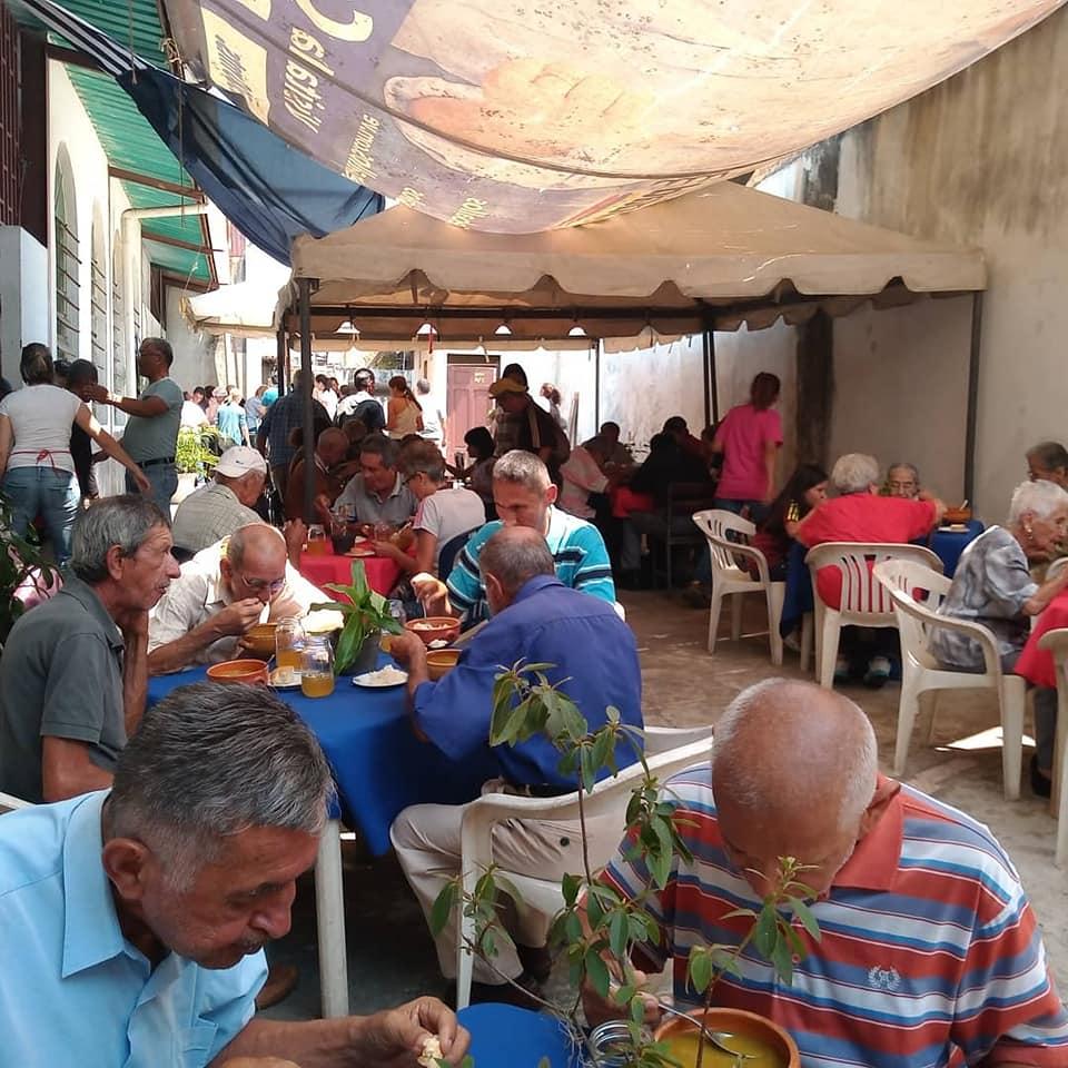 Una jornada de las sopas Tadeo. Fotografía publicada por el padre Pernía justo antes de la cuarentena, el 5 de marzo de 2020