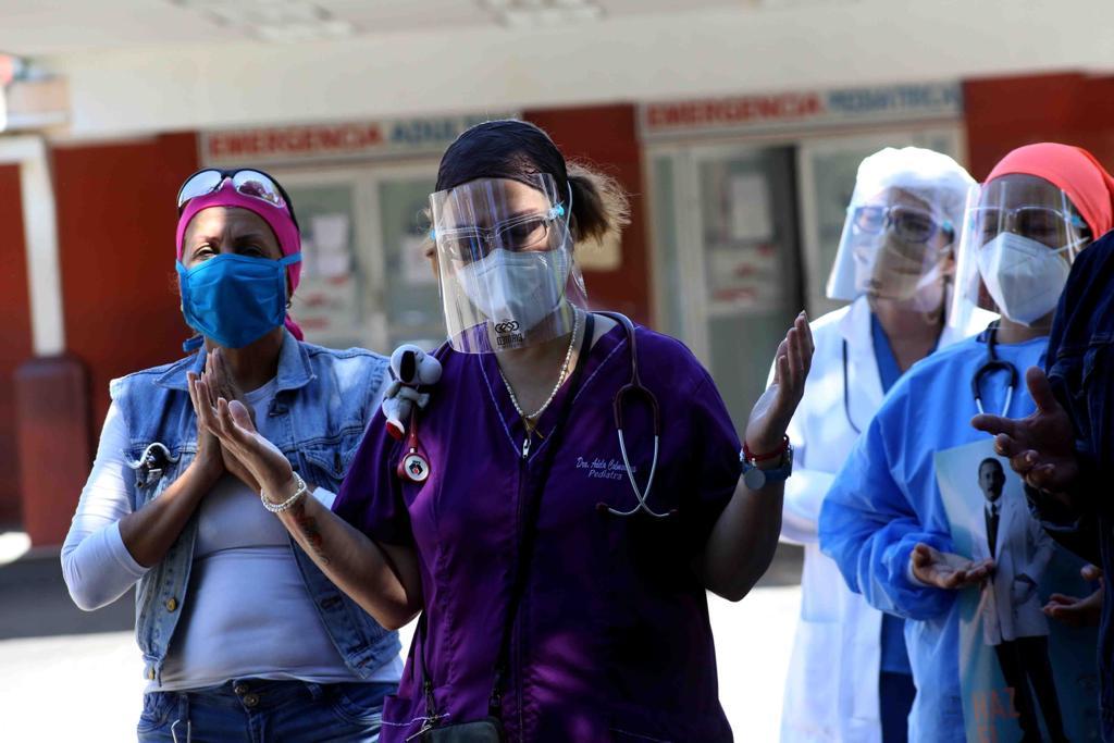 Personal de salud participa en la bendición al hospital del Seguro Social el pasado 10 de septiembre. Fotografía de Carlos Eduardo Ramírez