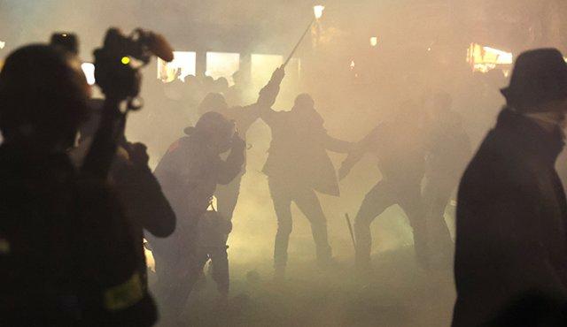 Miles de franceses protestan contra ley de seguridad