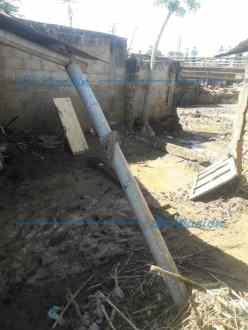 Lodo, escombros y ramas arrastró el afluente hasta la vivienda. (Foto/@normape22)