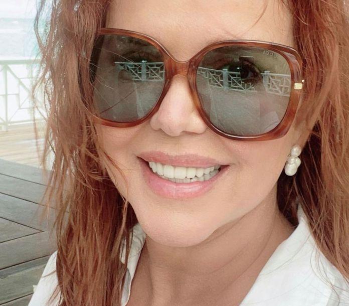 María Celeste Arrarás: Así luce en traje de baño a sus 60 años