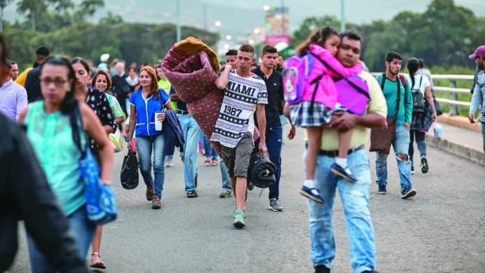 La migración del 20% de los venezolanos deformó la pirámide poblacional del país