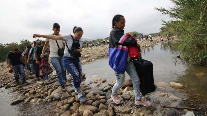 OEA: cierre de fronteras lleva a venezolanos a huir por trochas o por el mar