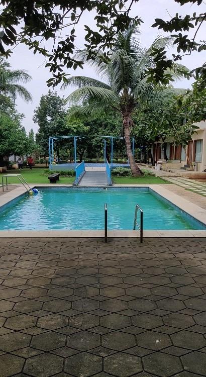 Resort with Swimming pool in Mumbai