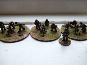 3x 81mm mortar team firing