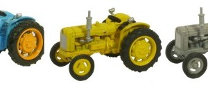 TRIPLE TRACTOR SET BLUE YELLOW