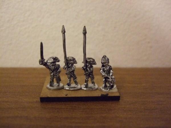 British 4 command figures drum/off/2 standard