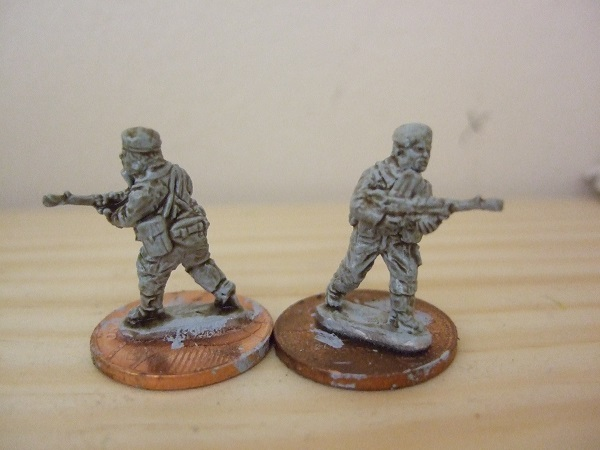 2 figures advancing with bren guns