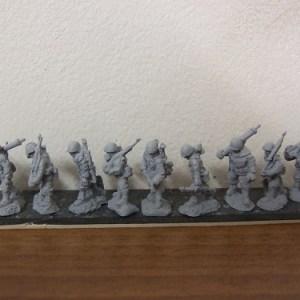 2x 81mm mortar teams moving