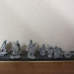 R9 2 female maxim gunteams 1 firing 1 moving 10 figures