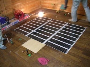 床暖房の設置風景