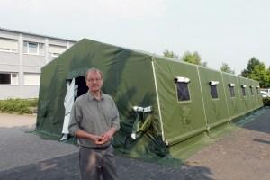 Betschel mit Zelt als Notunterkunft in der Friedberger Pfingstweide