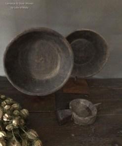 Decoratieve oud houten schaal op statief