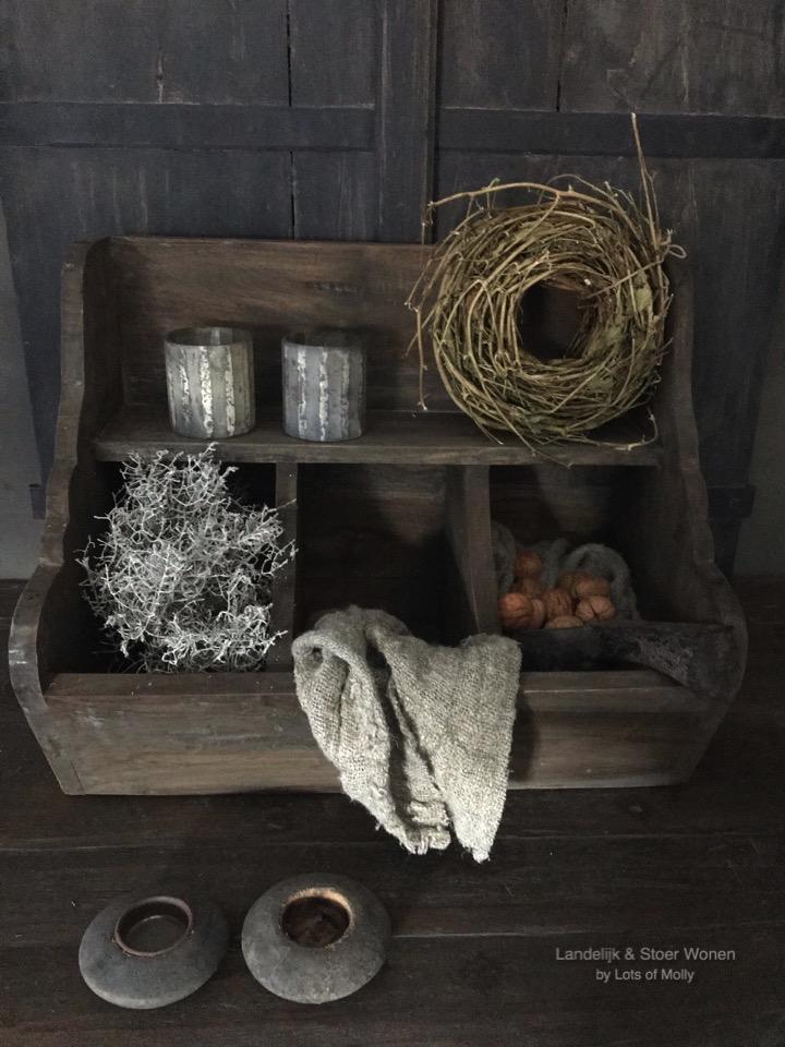 Stoere houten gruttersbak van Aura Peeperkorn
