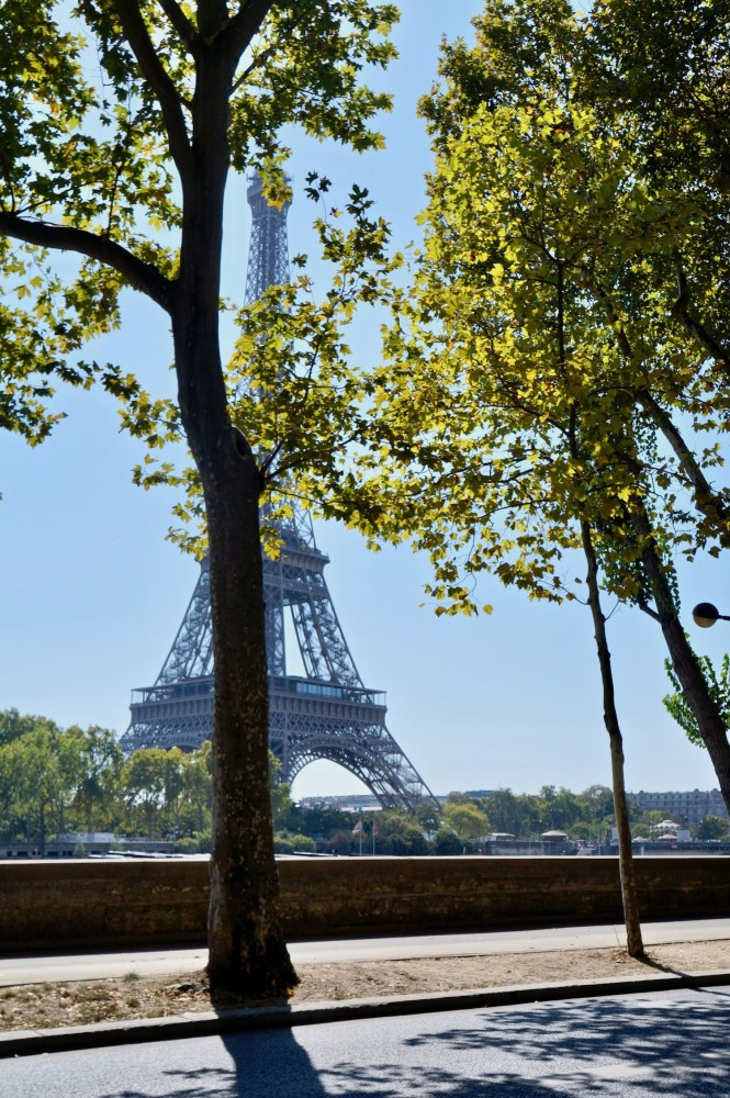 a sunday in september in paris eiffel tower