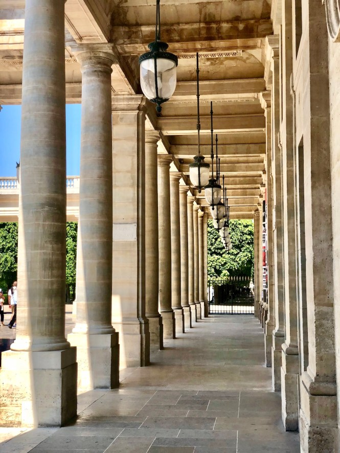 how to avoid jet lag - take a walk at palais royal