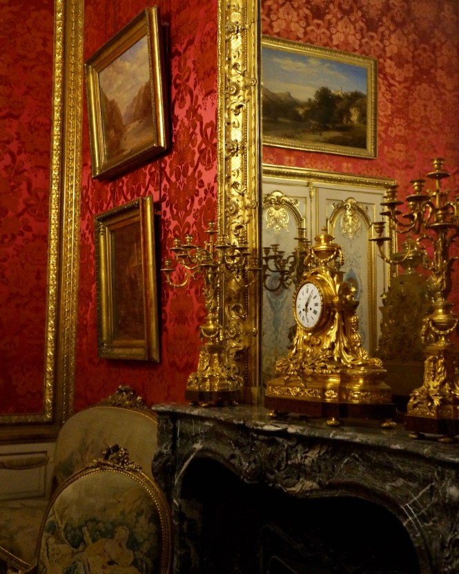Mantle at the Louvre