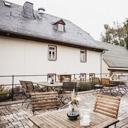 Terrasse Hochzeitslocation mit Außenbereich Landhaus Hui Wäller | Foto by Nadine Wisser