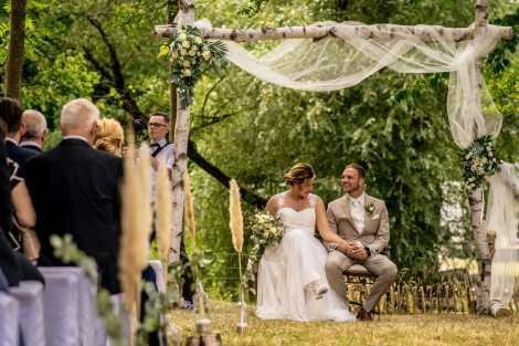 Freie Trauung Traubogen Birkenholz Hochzeitslocation Obstwiese