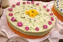 Wildkräuter-&-blüten-Käsesahne-Torte