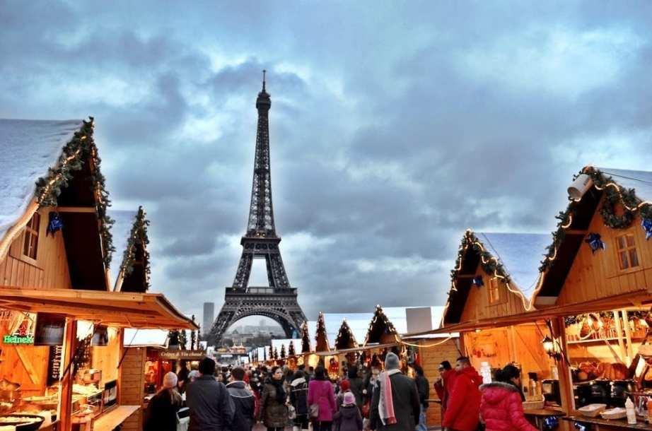 Eiffel Tower Christmas Night